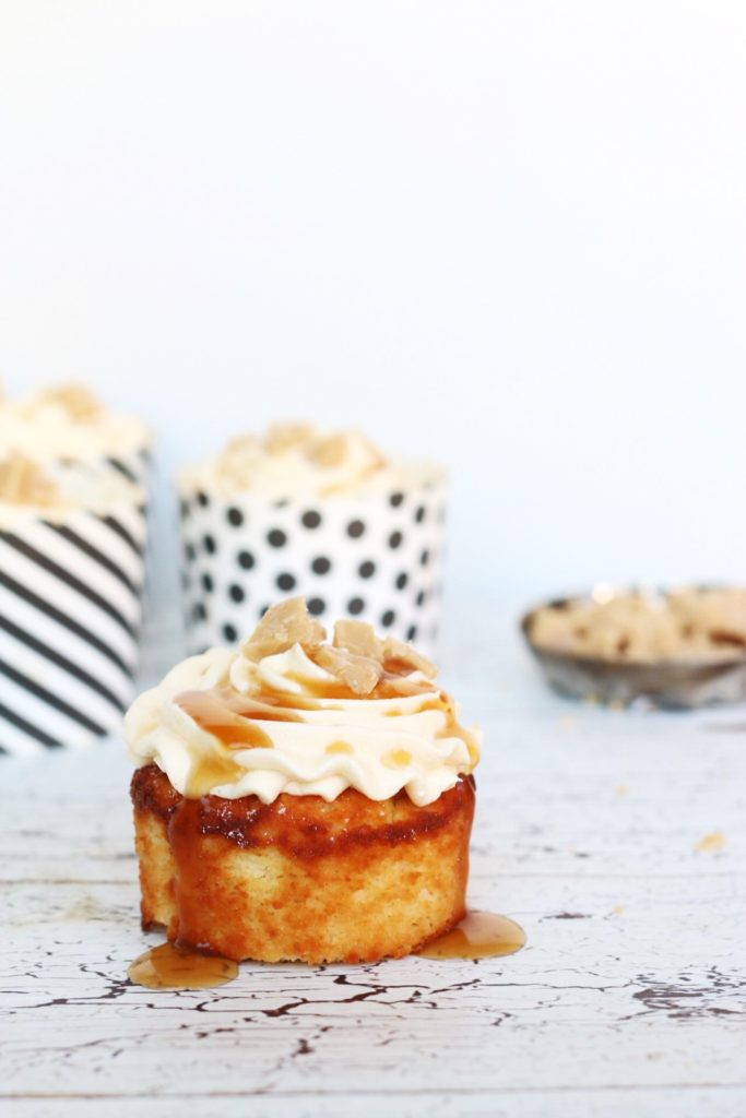 koolhydraatarme karamel yoghurt cupcakes met karamel botercrème