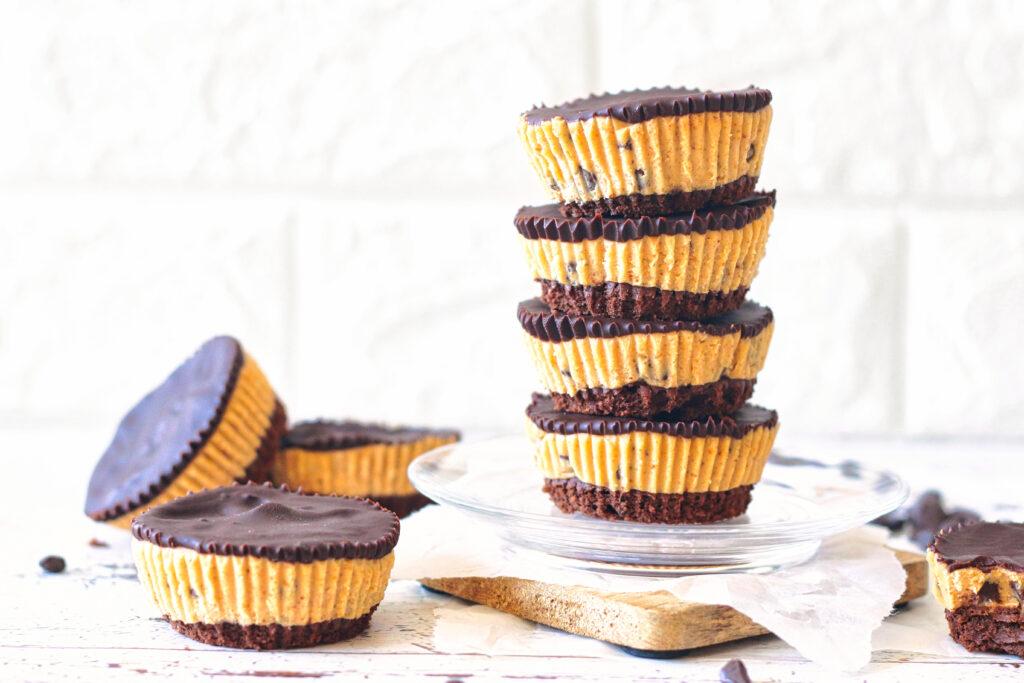 koolhydraatarme brownie cookie dough cups